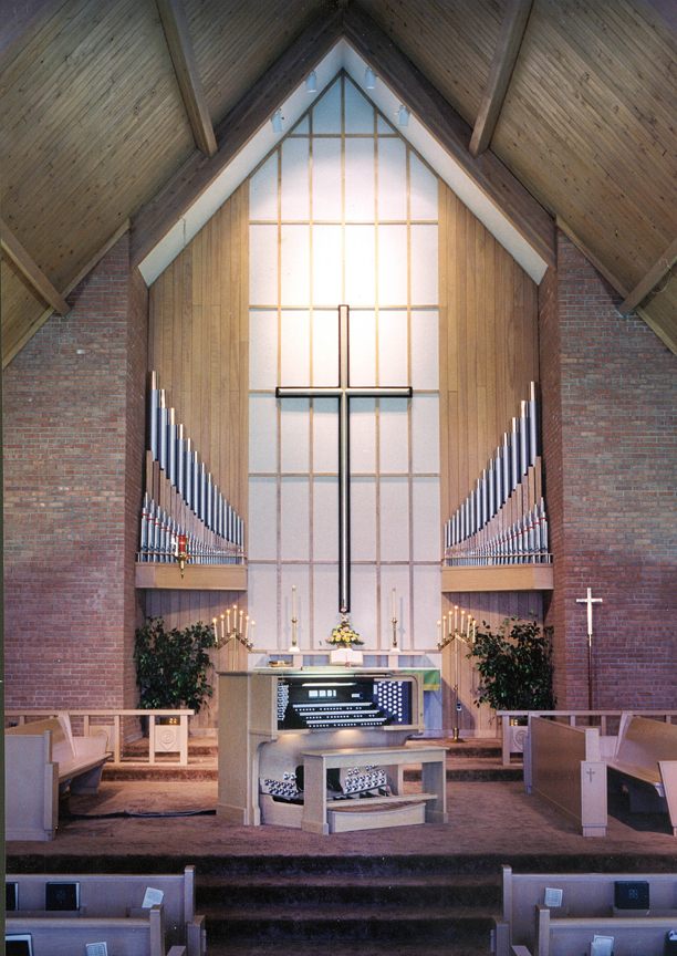 Grace Lutheran, Toledo OH - Allen Three-Manual Console/Lauck Pipe Division