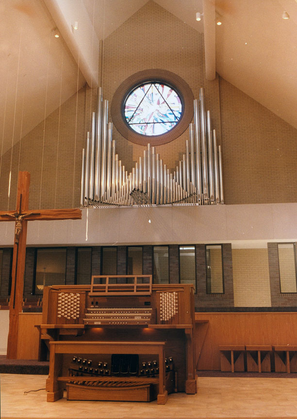 Holy Spirit Catholic, Grand Rapids MI - Allen Three-Manual Console/Lauck Pipe Division