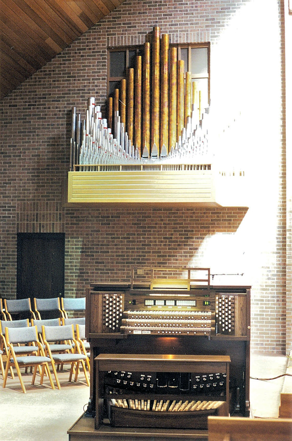 St Mary's Catholic, Marne, MI - Allen Three-Manual Console/22-Rank Reuter Pipe Organ